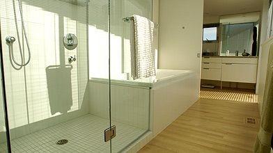 agrandir une salle de bains sans y toucher lucie lavigne entretien de la maison. Black Bedroom Furniture Sets. Home Design Ideas