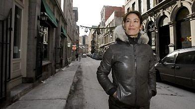 Esther Vermeer arpente la rue Saint-Paul, dans le...