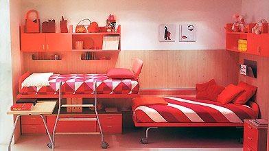 Un aménagement pour deux lits très ingénieux, dans...