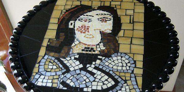 Table Picasso sur un ancien cendrier sur pied... (Photo fournie par Les Vitrailleuses)