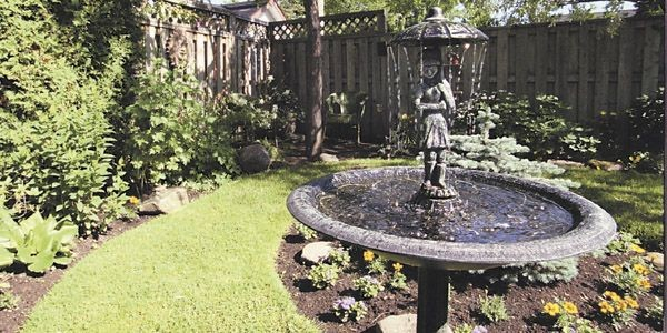 astuces pour contrer la pollution sonore au jardin lilianne lacroix cour. Black Bedroom Furniture Sets. Home Design Ideas