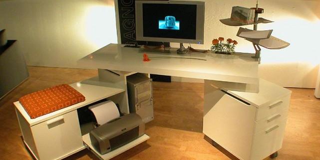 Des bureaux technos plus colos laurie richard am nagement for Exemple de bureau
