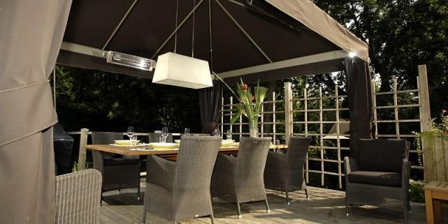 Un peu de chaleur sur la terrasse danielle bonneau cour for Jc perreault meuble