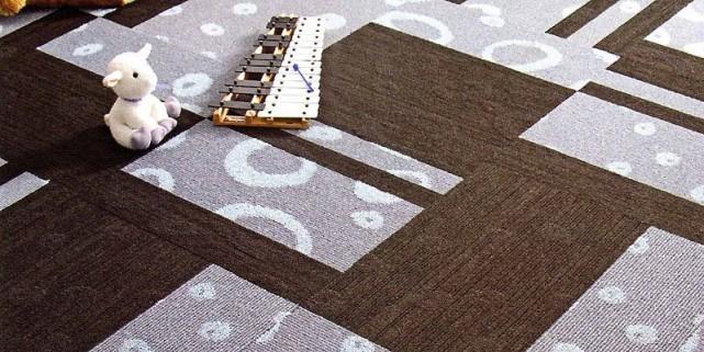Après des années d'exclusion, le tapis reprend du... (Photo tirée de Je décore, planchers design)