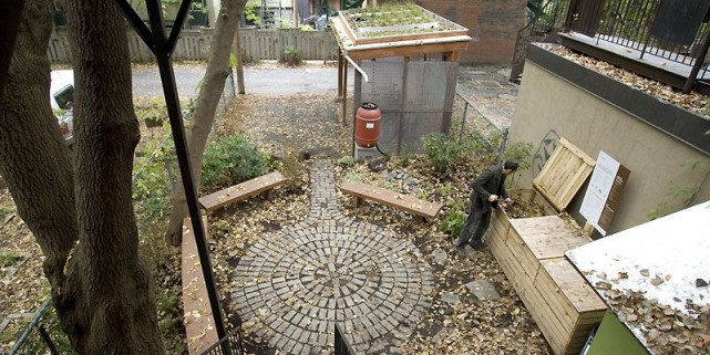 Un groupe d'Écologistes montréalais ont fait du jardin... (Photo Alain Roberge, La Presse)