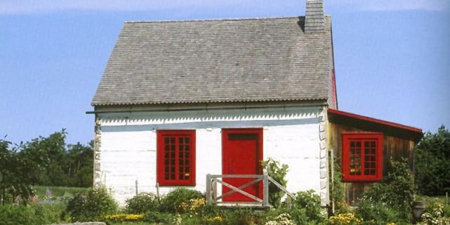 Inspirante cette maisonnette de pièce sur pièce, nichée... (Photo tirée du livre Belles maisons québécoises)