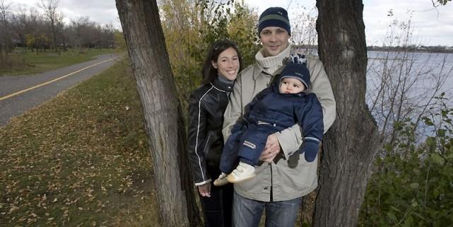 Catherine Vu, François Ringuette et leur bébé, Charles,... (Photo Robert Skinner, La Presse)