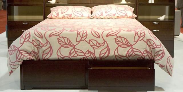 Le pied de ce lit (Metroplace) en hêtre... (Photo Fred Thornhill, collaboration spéciale)
