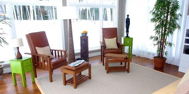 Ces deux fauteuils de style Mission se marient... (Photo Éric Labbé, Le Soleil)