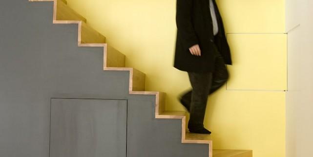 un escalier dans les normes patricia sauz de bilodeau. Black Bedroom Furniture Sets. Home Design Ideas