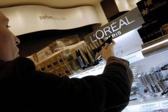 Dans une boutique L'Oréal en France... (Bloomberg news)