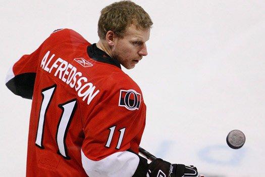 Daniel Alfredsson célèbre ses 40 ans aujourd'hui.... (La Presse Canadienne)