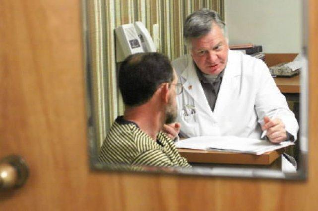 Le nombre de médecins qui délaissent le réseau public pour travailler... (Photo: archives PC)