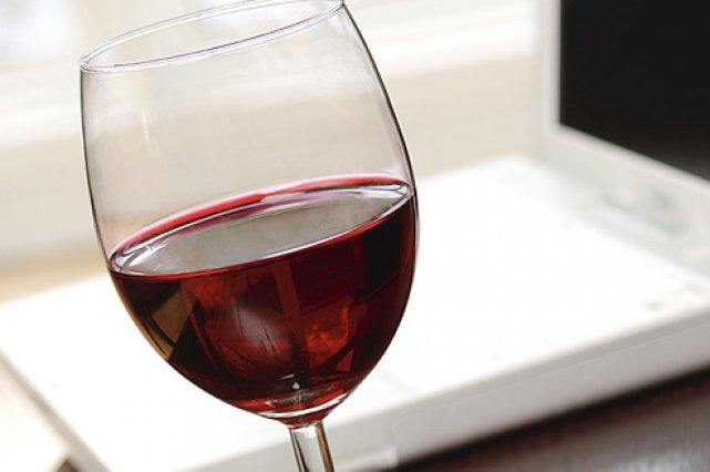 Les puristes du vin méprisent les bouchons en plastique et hurlent à la mort à...