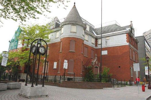 La  saga de la démolition de l'hôtel Chez Henri pourrait se poursuivre en Cour ... (Archives, LeDroit)
