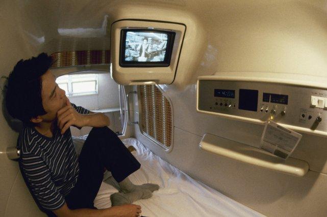 Ma nuit dans un h tel capsule au japon philippe mercure for Hotel francs tokyo