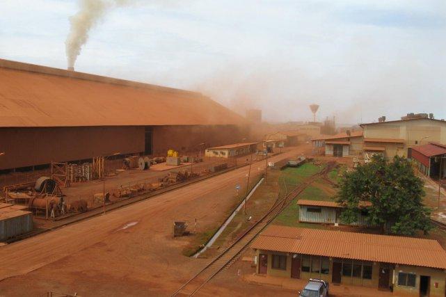 À l'usine de bauxite de Kamsar - qui... (Photo: Michèle Ouimet. La Presse)