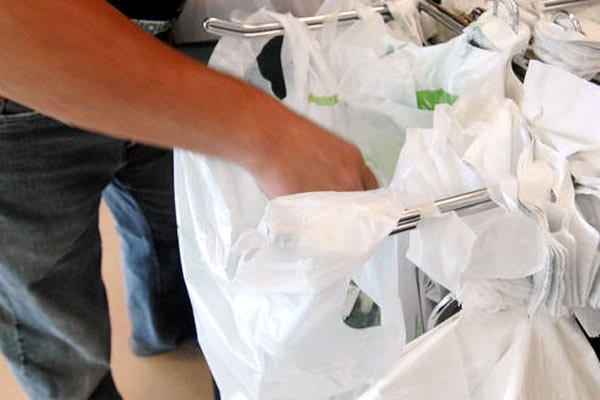 De nombreux commerces tentent de se débarrasser des... (Archives La Tribune)