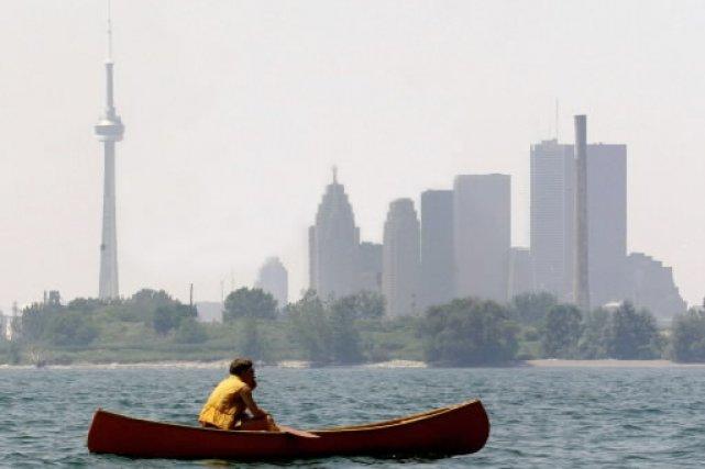 Journée de smog sur Toronto... (Photo: La Presse)