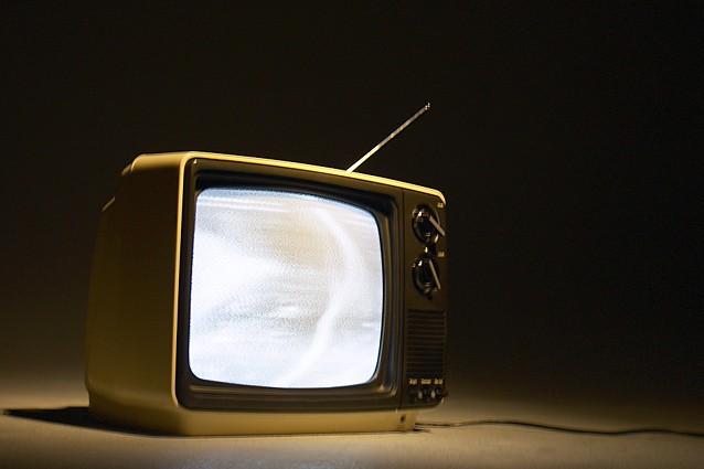 Laisser une télévision allumée en permanence à la maison nuit au développement...