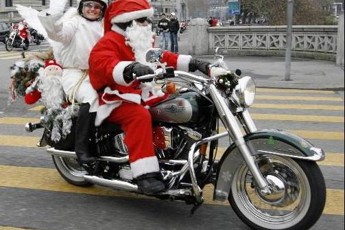 Et si le père Noël troquait le traîneau... (Photo Reuters)
