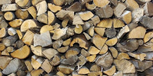 Vous songez au bois pour réduire la facture de chauffageoe Attention à ne pas... (Photothèque Le Soleil)