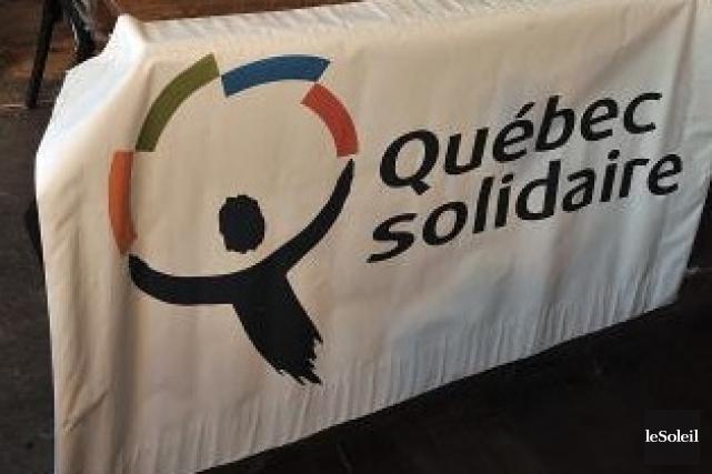 Un candidat de Québec solidaire aux prochaines élections ainsi qu'un militant... (Photothèque Le soleil)