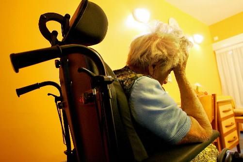 Une dame atteinte de la maladie d'Alzheimer.... (Photo: archives AFP)