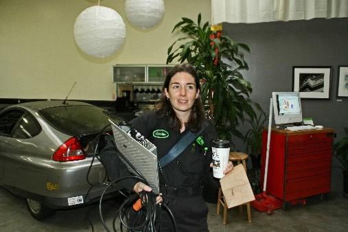 Carolyn Coquillette est mécanicienne au Luscious Garage, situé... (Photo: Pénéloppe Fortier, collaboration spéciale)