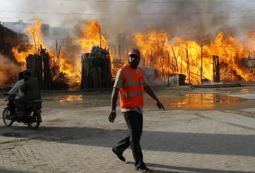 Un marché a été la cible des violences... (Photo: AP)