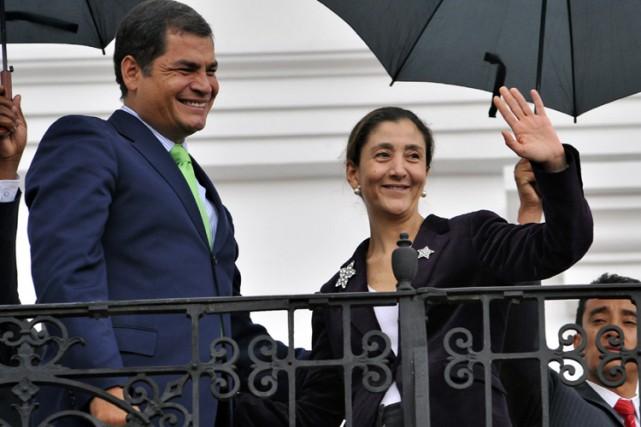 Le président équatorien Rafael Correa et Ingrid Betancourt... (Photo: AFP)