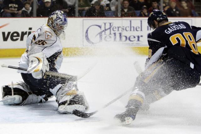 Pekka Rinne a repoussé 30 tirs, dont celui-ci... (Photo: AP)