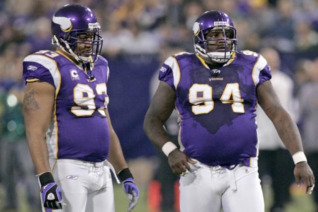 Les joueurs de ligne défensive Kevin et Pat... (Photo: AP)