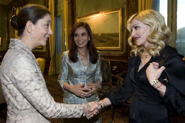 Ingrid Betancourt, la présidente argentine Cristina Kirchner et... (Photo: Reuters)