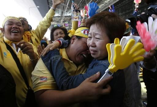 Vêtus de jaune royaliste, les manifestants opposés au... (Photo: Reuters)