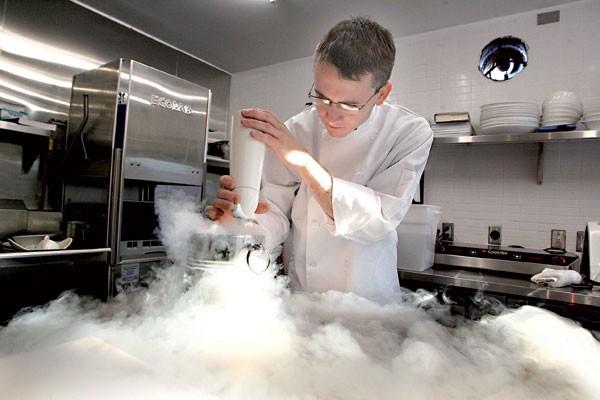Le chef-propriétaire du restaurant Atelier, Marc Lépine, originaire... (Michel Lafleur, Le Droit)