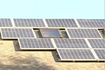 Plus de trente producteurs internationaux de panneaux solaires, représentant...
