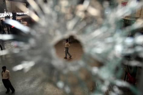 Les vitres de la gare de train de... (Photo: Reuters)