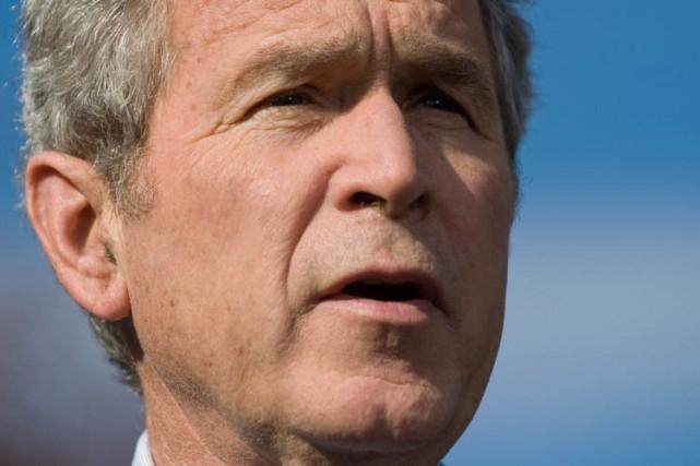 Le président sortant George W. Bush a vu vendredi dans l'approbation à Bagdad... (Photo: AFP)