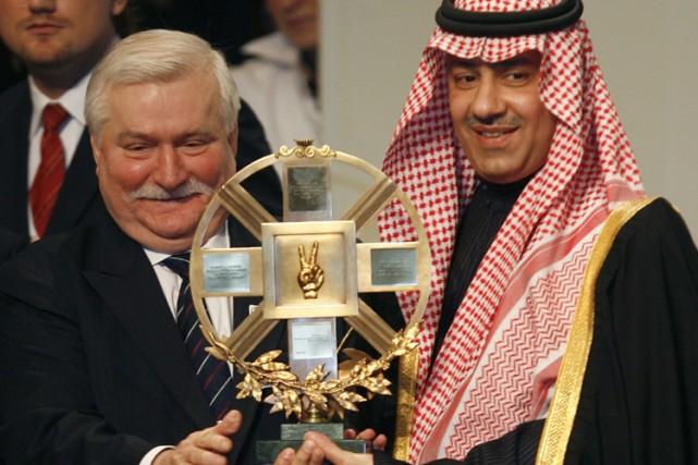 Le fils du Roi Abdallah, leprince Abdulaziz, accepte... (Photo: Reuters)