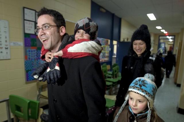 C'est le jeune candidat libéral Patrick Huot qui... (Photo: Patrick Sanfaçon, La Presse)