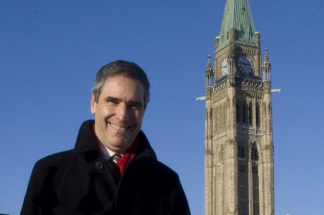 Michael Ignatieff devant le parlement à Ottawa... (Photo: PC)