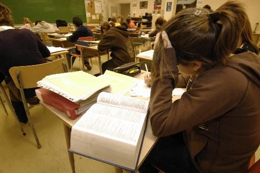 La ministre de l'Éducation, Michelle Courchesne, veut faire passer le taux de... (Photo: La Tribune)