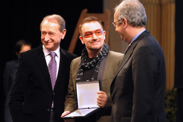 Bertrand Delanoë, maire de Paris, Bono et Walter... (Photo: AFP)