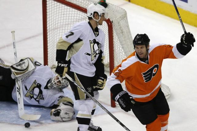 Mike Knuble a marqué deux fois pour aider les Flyers de Philadelphie à battre... (Photo: Reuters)