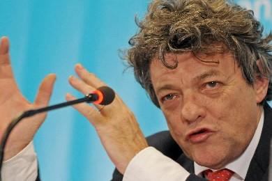 Le ministre de l'Ecologie Jean-Louis Borloo... (Photo: AFP)