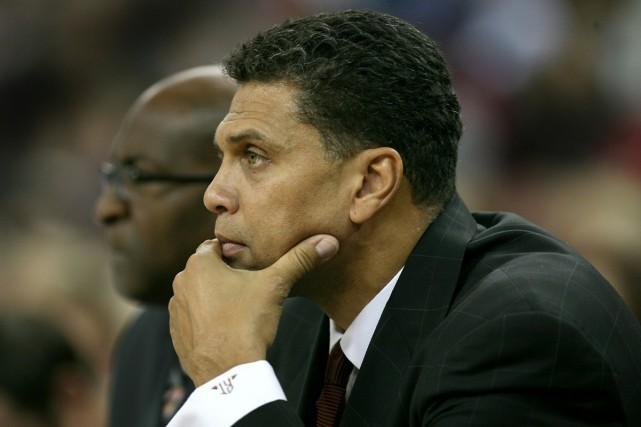 Reggie Theus... (Photo: AP)
