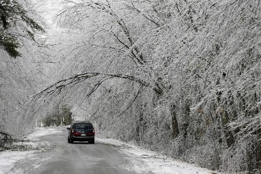 Alors que près de 170 000 habitants du nord-est des États-Unis étaient toujours... (Photo: AP)