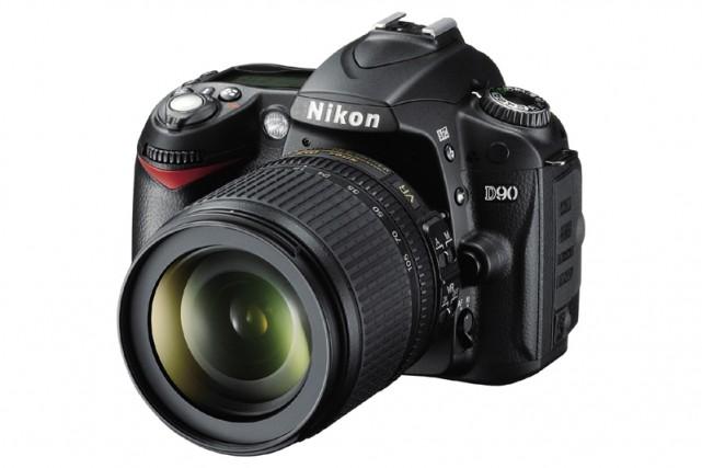 L'appareil photo reflex D90 de Nikon... (AP)