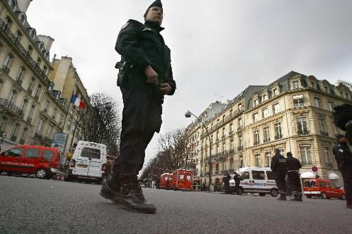 Un policier parisien... (Photo: AFP)
